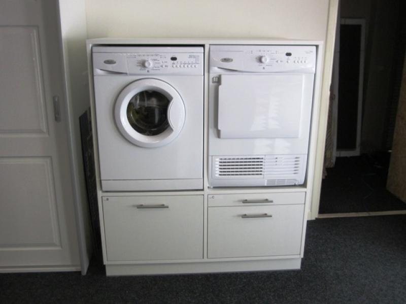 Wasmachine in kast plaatsen