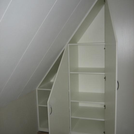 Slaapkamer slaapkamer inrichten met schuin dak : Fotoalbum - Kasten onder schuine wand